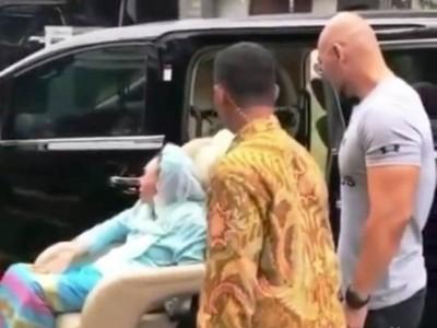 Tidak Benar Deddy Corbuzier Beri Mobil kepada Nyai Sinta Nuriyah di Hari Ibu