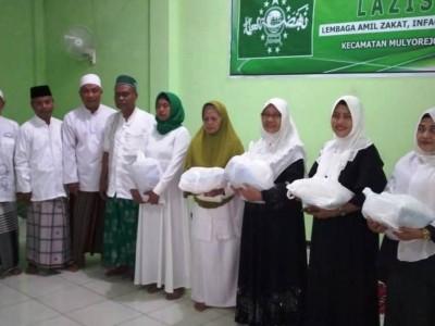 LAZISNU Mulyorejo Surabaya Bagikan Beras untuk Warga Kurang Mampu