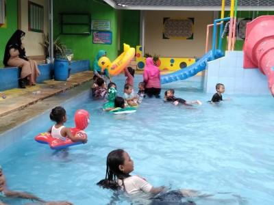 Muslimat NU Bandung Baru Ajak Anak Yatim Berwisata Bersama