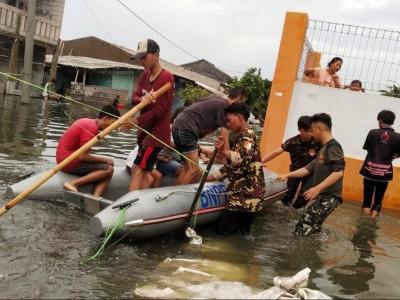 Banser di Bekasi Evakuasi Korban Banjir dan Kirim Bantuan