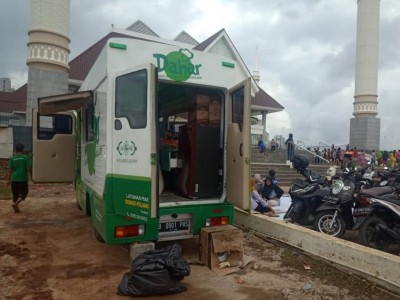 Tim NU Peduli Turunkan Bantuan Makanan di Masjid KH Hasyim Asyari