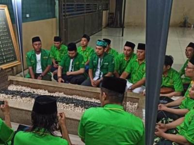 PKD GP Ansor Kebayoran Lama dan Setiabudi Ziarahi Makam Dai Sejuta Umat
