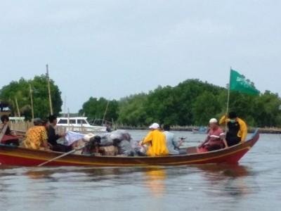 NU di Kawasan Bekasi Seberangi Laut Salurkan Bantuan Korban Banjir