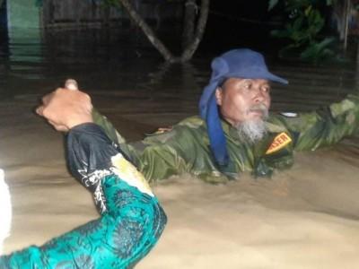Mbah Sono, Bagana Grobogan Bantu Warga Terdampak Banjir