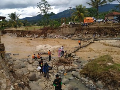 Kebutuhan Mendesak untuk Mereka yang Terdampak Banjir di Lebak Saat Ini