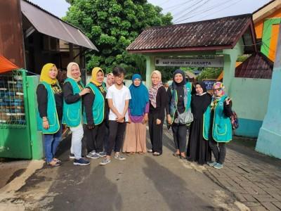Sepekan Lebih, JamaahIbu-ibu Majelis Tanbih Abah AnomBantu Korban Banjir Jakarta