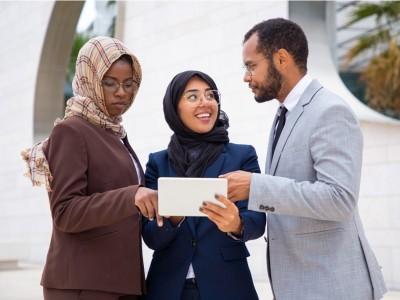 Aurat Muslimah Indonesia dalam Kajian Fiqih Hanafi