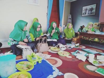 Pengurus Muslimat NU Harus Serius Urusi Keluarga dan Umat