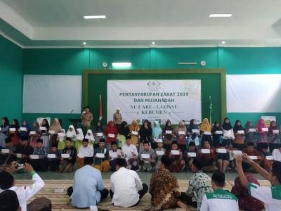 NU Care-LAZISNU Kebumen Berikan Beasiswa kepada 100 Santri