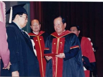 Penghargaan dan Doktor Kehormatan yang Pernah Diberikan kepada Gus Dur