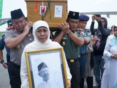 Gubernur Jatim Harap Tiga Keinginan Gus Sholah Terwujud