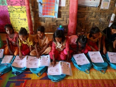 Bangladesh Izinkan Anak Rohingya Bersekolah