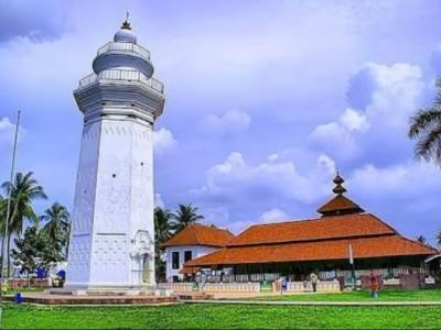 Tarikan Budaya dan Islam di Banten