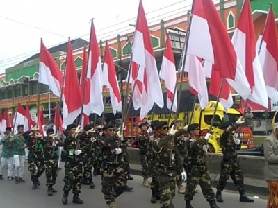 Ribuan Warga NU Mranggen Peringati Harlah dengan Kirab Bendera Merah Putih