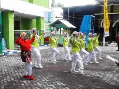 Keseruan Lomba Senam Lansia di RSI Siti Hajar Sidoarjo
