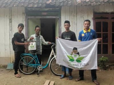 Peduli Kiai Kampung, Gusdurian Bojonegoro Bantu Sepeda Ontel