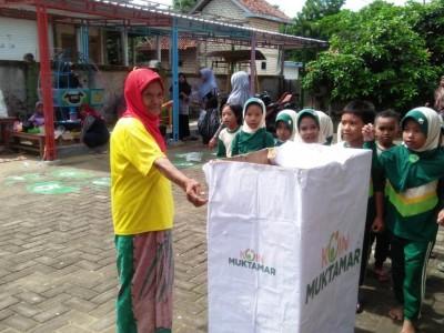 Semangat Sejumlah Emak dan Anak Sumbang Muktamar NU
