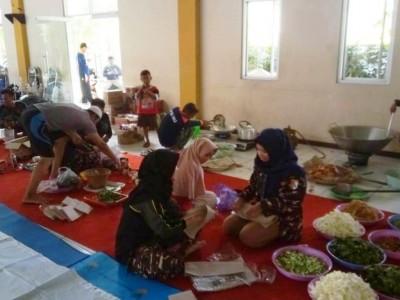 Bantu Pengungsi, LPBINU Kota Pekalongan Dirikan Dapur Umum