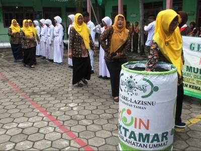 Donasi Koin Muktamar di Sidoarjo Iringi Doa Bersama Jelang UNBK