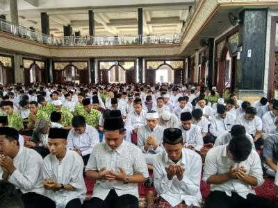 Jelang UN, Ribuan Pelajar Jombang Perkuat Mental Spiritual dengan Istighotsah