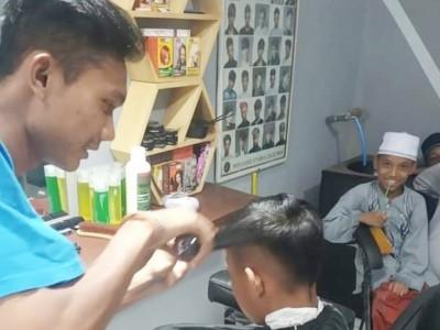 Dukung Potensi Kader, Ansor Pekalongan Kembangkan Jasa Pangkas Rambut