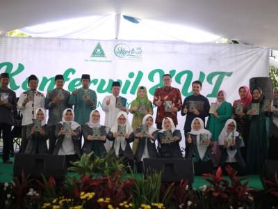 Kampanye Gerakan Peduli Lingkungan IPPNU Jawa Barat Banjir Pujian