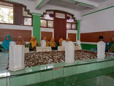 Peringati Harlah, IPNU-IPPNU Lasem Ziarahi Makam Tiga Pendiri NU