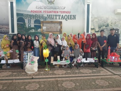 Terapkan Go Green, Pesantren Daarul Muttaqien Surabaya Lombakan Olah Barang Bekas