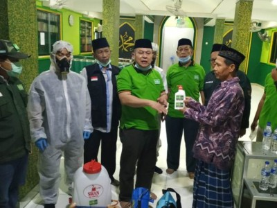 Selain Semprot Masjid, Satgas PWNU DKI Peduli Covid-19 BerbagiGel Pembersih Tangan