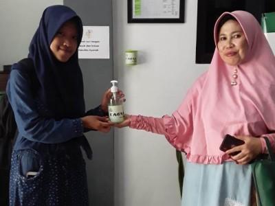 Fasya IAIN Jember Produksi Gel Pembersih Tangan untuk Dibagikan ke Masjid-masjid