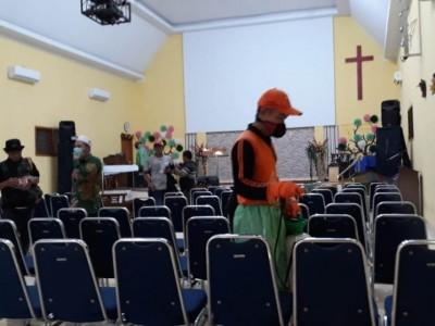 Jihad Melawan Corona, NU Jakpus Semprotkan Disinfektan ke Rumah Ibadah