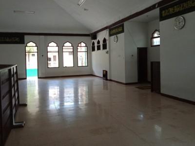 Masjid IAIN Jember Bersihkan Area dan Gulung Karpet untuk Cegah Corona