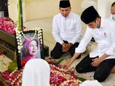 Santri Al-Azhar Kota Banjar Gelar Shalat Ghaib untuk Ibunda Presiden Jokowi