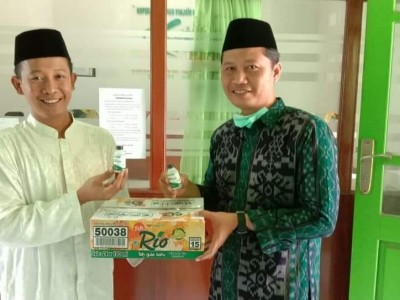 LTMNU Jombang Bagikan 500 Botol Disinfektan untuk Takmir Masjid dan Mushala
