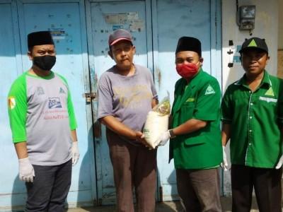 Antisipasi Dampak Darurat Corona, Ansor Situbondo Bagikan Sembako