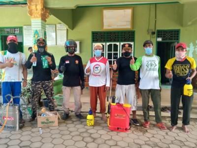 Lantunan Wirid 'Li Khamsatun' Iringi Penyemprotan Disinfektan di Pringsewu