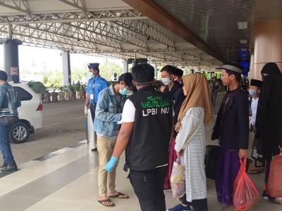 Sambut Santri Pulang, NU Kalbar Cek Kesehatan di Bandara