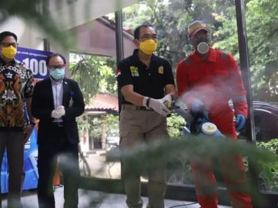 Korban PHK Dilibatkan Penyemprotan Disinfektan di Pulogadung