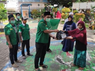 Tak Ketinggalan, Ansor Pulau Seribu Salurkan Sembako untuk Warga