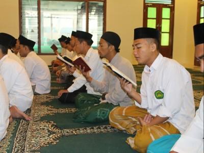 Ratib al-Atthas: Penyusun, Faedah, dan Cara Mengamalkannya