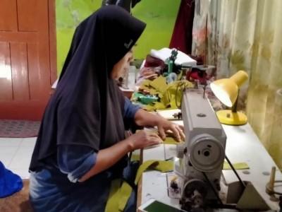 Ibu-ibu Pengajian di Pundong Bantul Bikin Masker untuk Dibagikan ke Warga