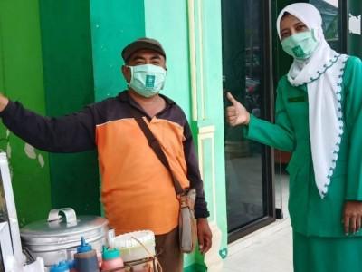 Cegah Covid-19, Fatayat NU Tulungagung Bagikan Sepuluh Ribu Masker