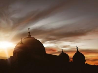 Corona, Sultan Selangor Tiadakan Shalat Tarawih di Seluruh Masjid