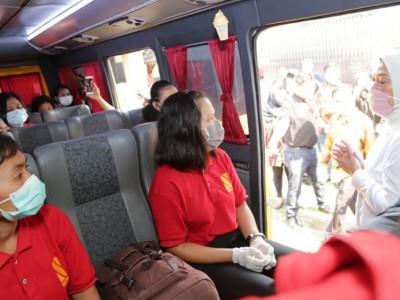 Dampak Covid-19, Menaker Ida Lepas 101 Calon Pekerja Migran ke Kampung Halaman