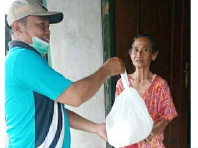Pesantren Denanyar Distribusikan Beras 2 Ton Lebih untuk Warga Sekitar
