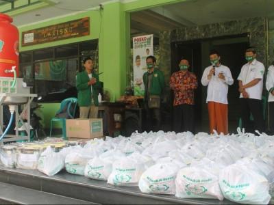 Jelang PSBB, LAZISNU Sidoarjo Salurkan Sembako untuk Guru Ngaji