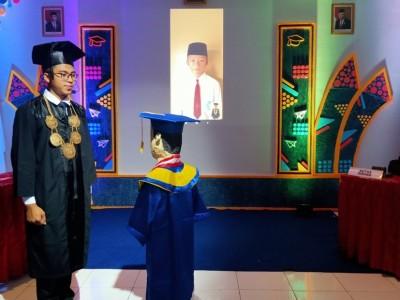Melihat Wisuda Daring MI Wahid Hasyim Sleman
