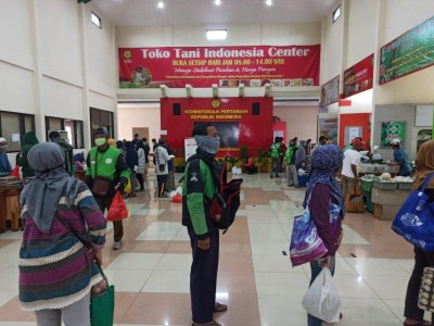 Hari Ketiga Ramadhan, Masyarakat Serbu Toko Mitra Tani Kementan