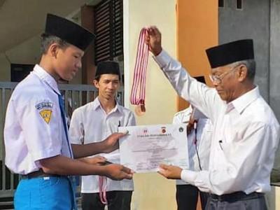 Pak Ubed, Mengabdi pada Buntet Pesantren melalui Pendidikan Formal