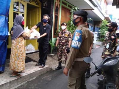 Gerakan Indonesia Peduli Datangi Warga Duren Sawit Salurkan Sembako